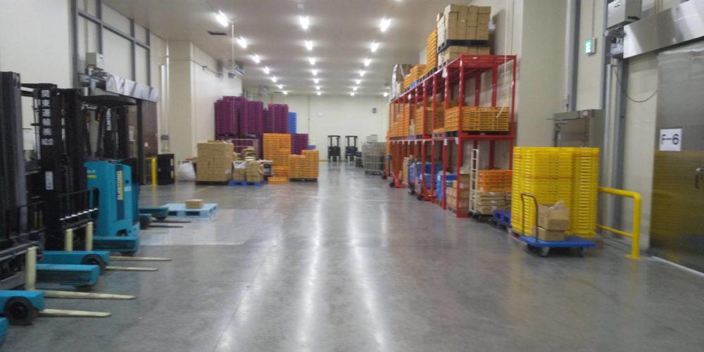 狭山営業所の倉庫内
